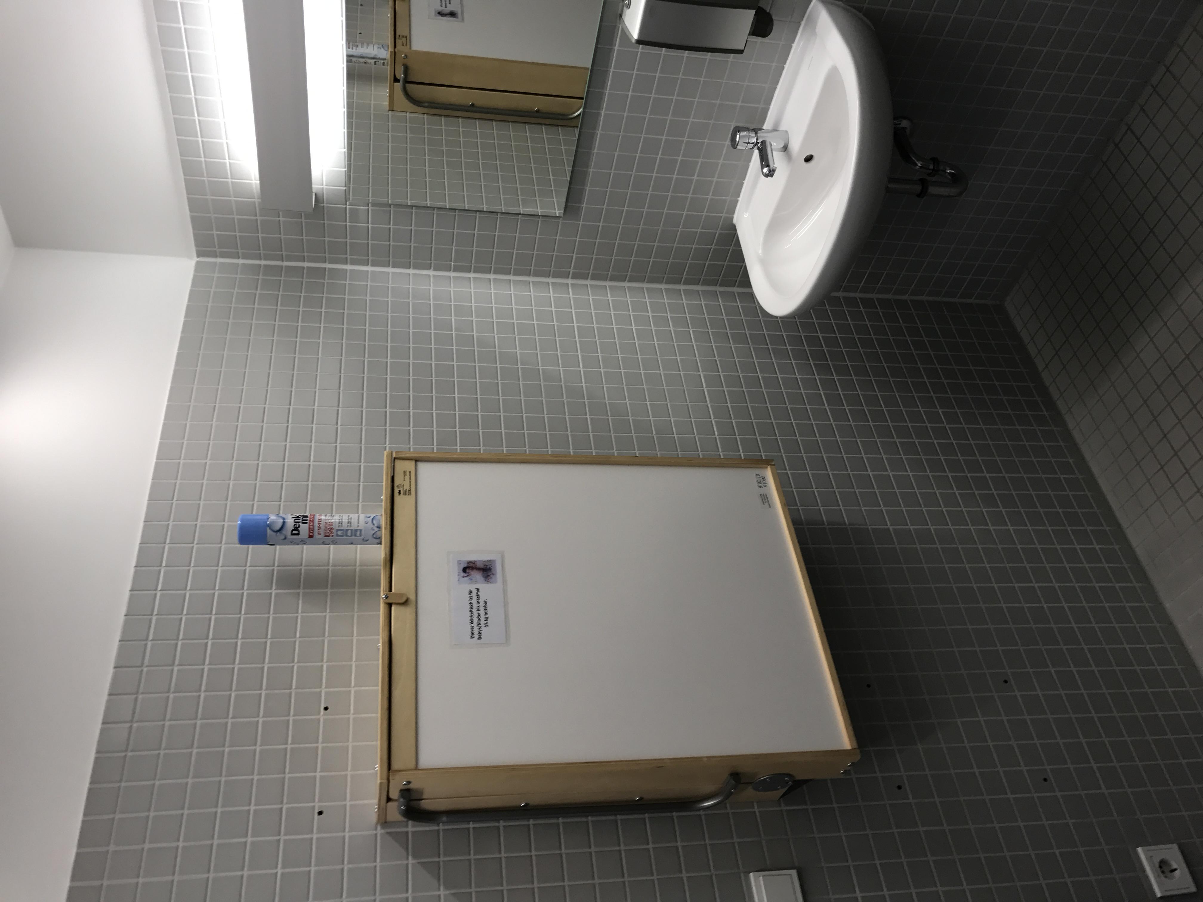 Wickelmöglichkeit Frauentoilette